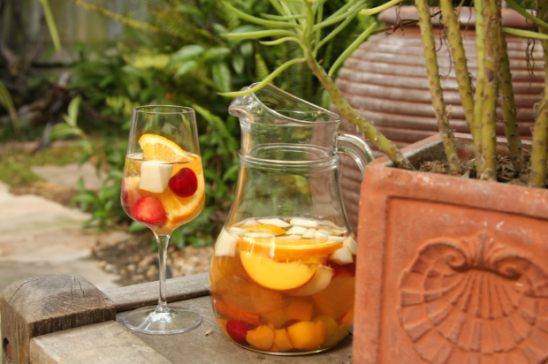 White Summer Sangria with Summer Fruit | Meal and a Spiel